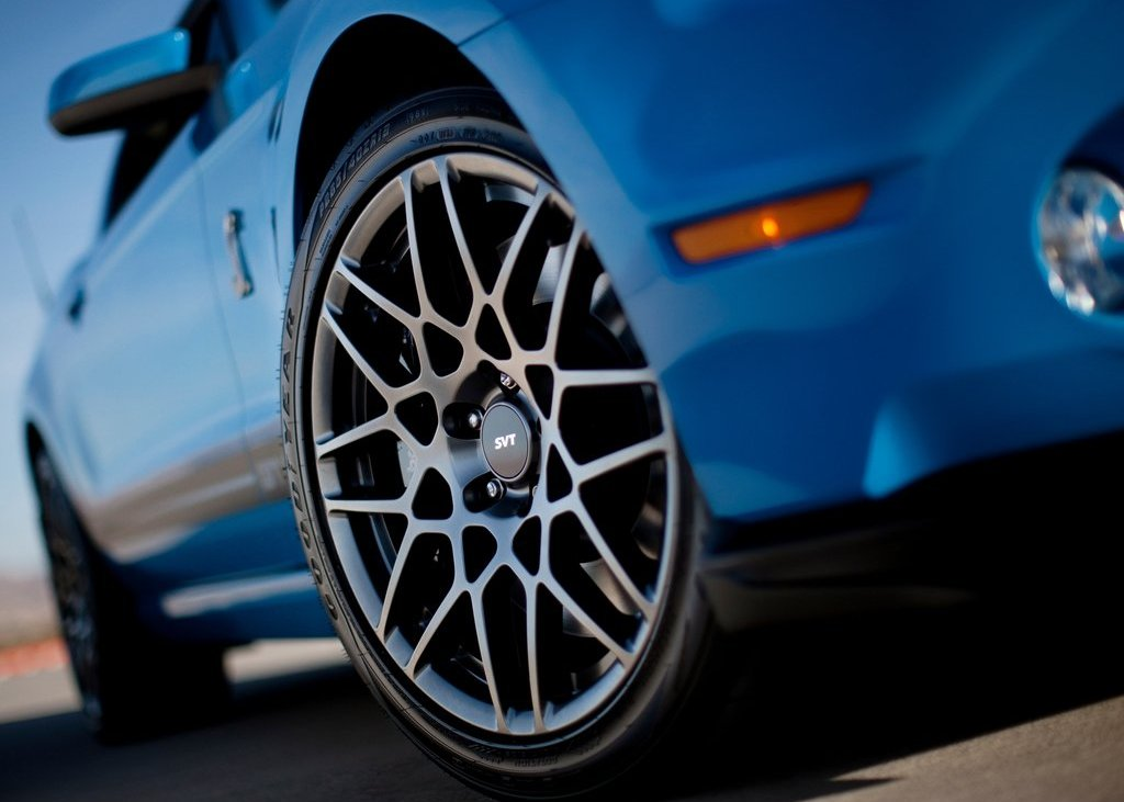 2013 Ford Mustang Shelby GT500 Wheels (Photo 27 of 27)