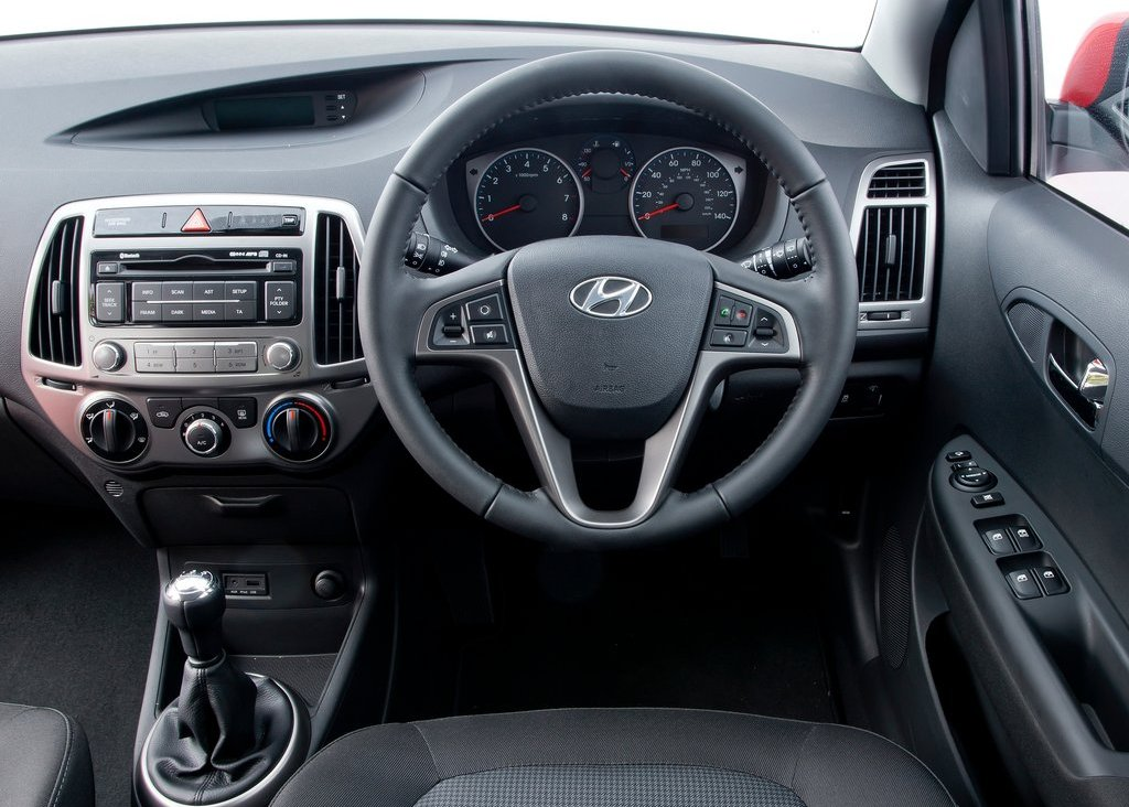 2013 Hyundai I20 Interior (Photo 4 of 8)