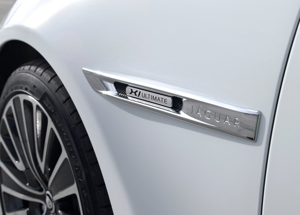 2013 Jaguar XJ Ultimate Emblem (Photo 4 of 13)