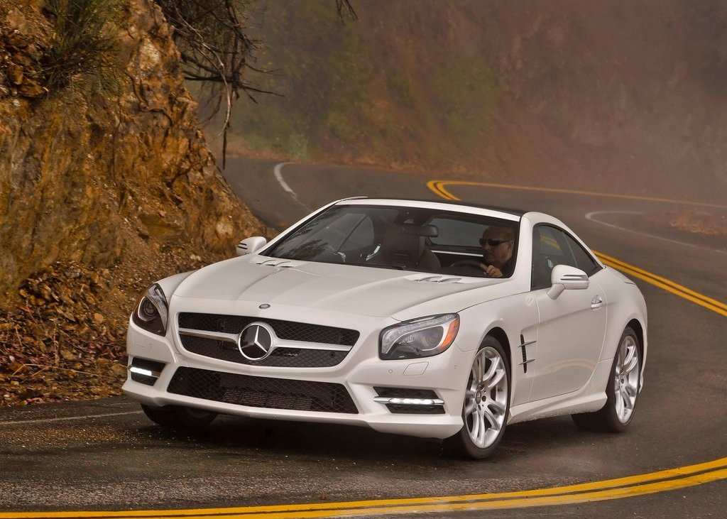 Featured Image of 2013 Mercedes Benz SL550 Review