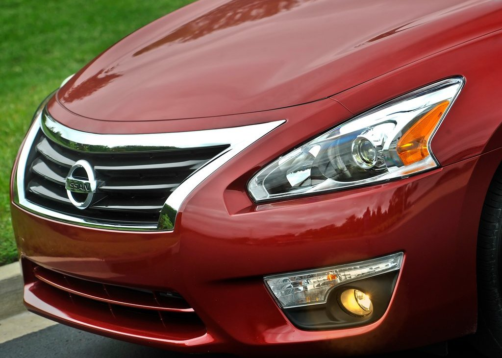 2013 Nissan Altima Sedan Head Lamp (Photo 7 of 13)