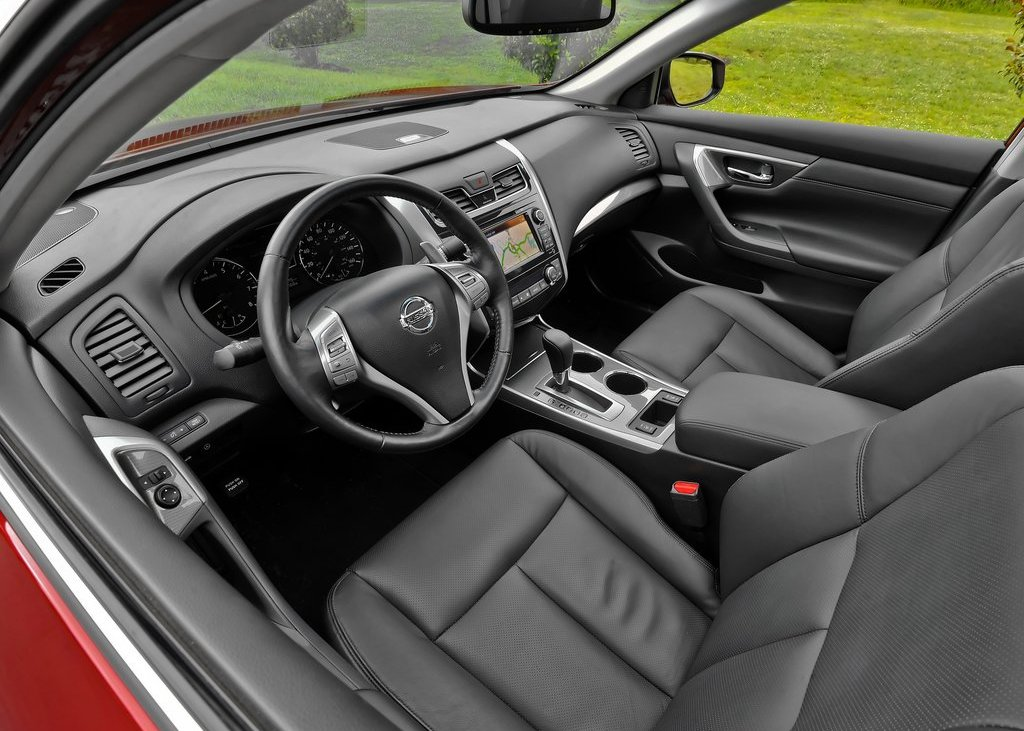 2013 Nissan Altima Sedan Interior (View 8 of 13)