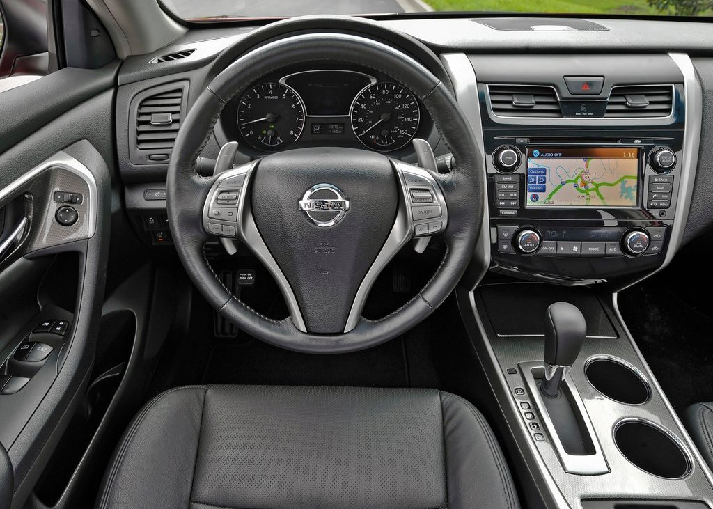 2013 Nissan Altima Sedan Interior (View 9 of 13)