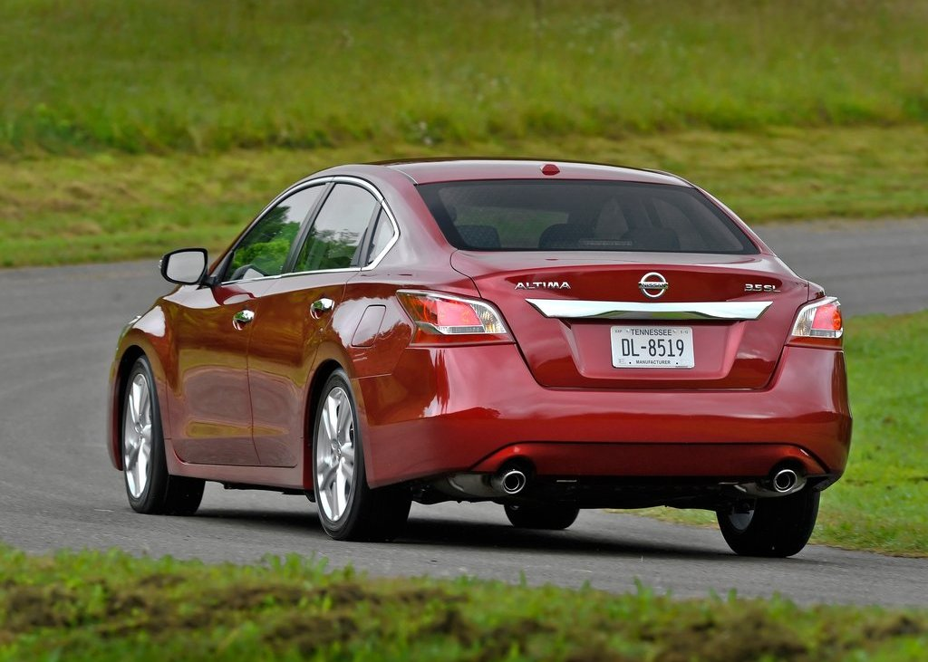 2013 Nissan Altima Sedan Rear (View 11 of 13)