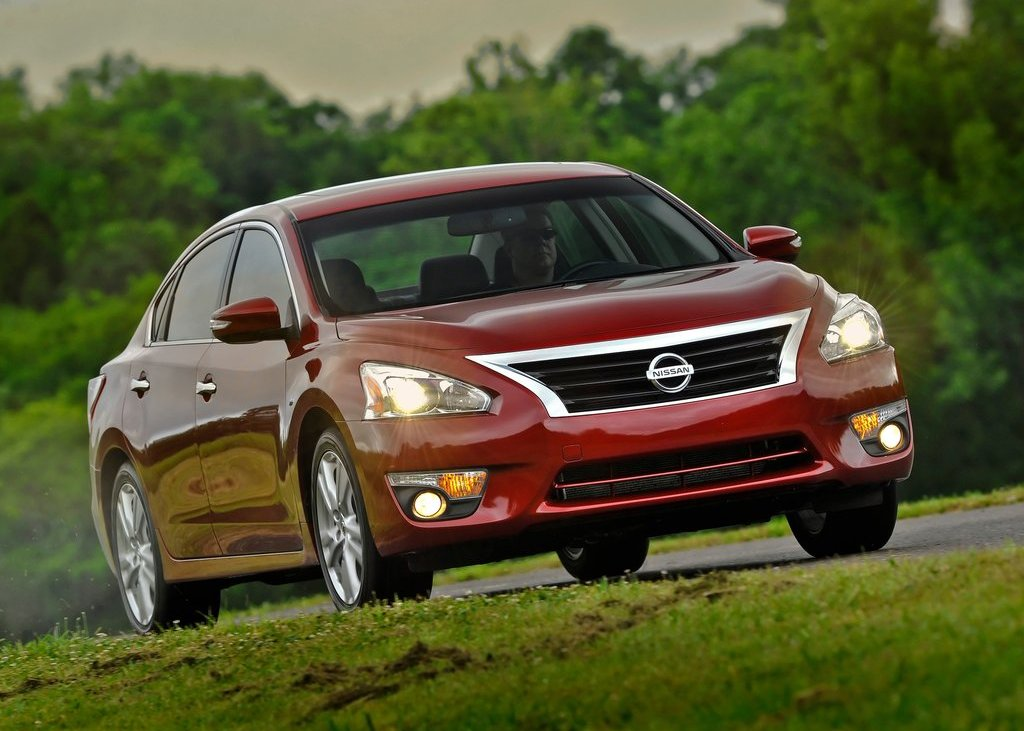 2013 Nissan Altima Sedan (Photo 1 of 13)