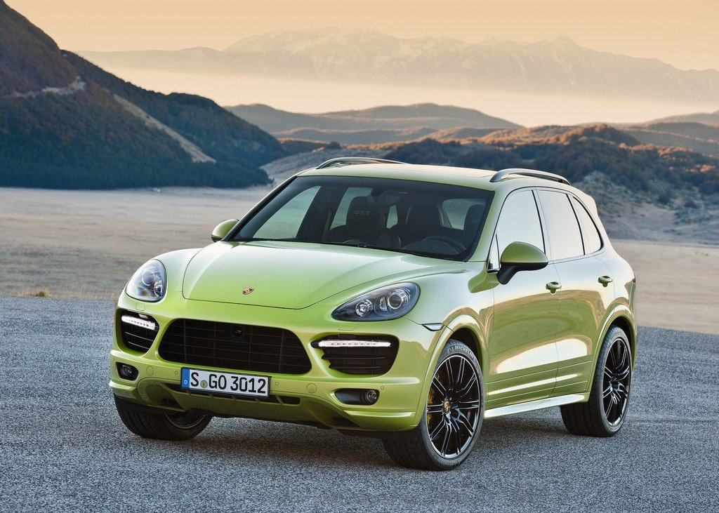 2013 Porsche Cayenne GTS Front Angle (Photo 3 of 9)