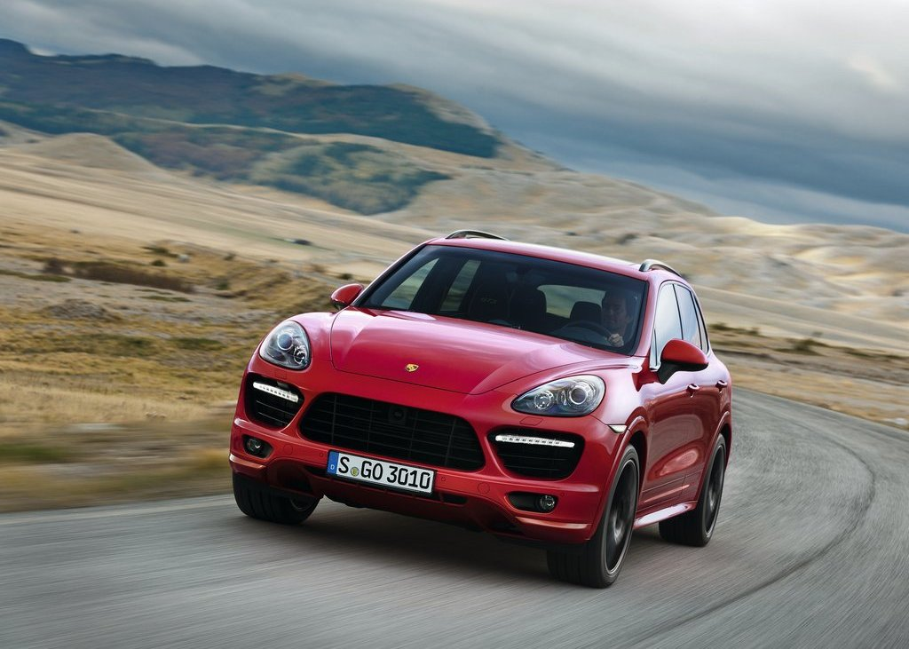 2013 Porsche Cayenne GTS Front (Photo 2 of 9)