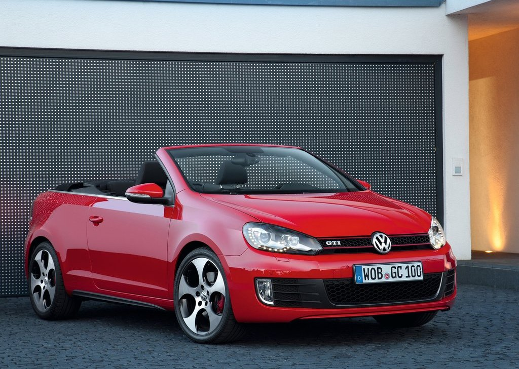 2013 Volkswagen Golf GTI Cabriolet Front Angle (Photo 2 of 11)