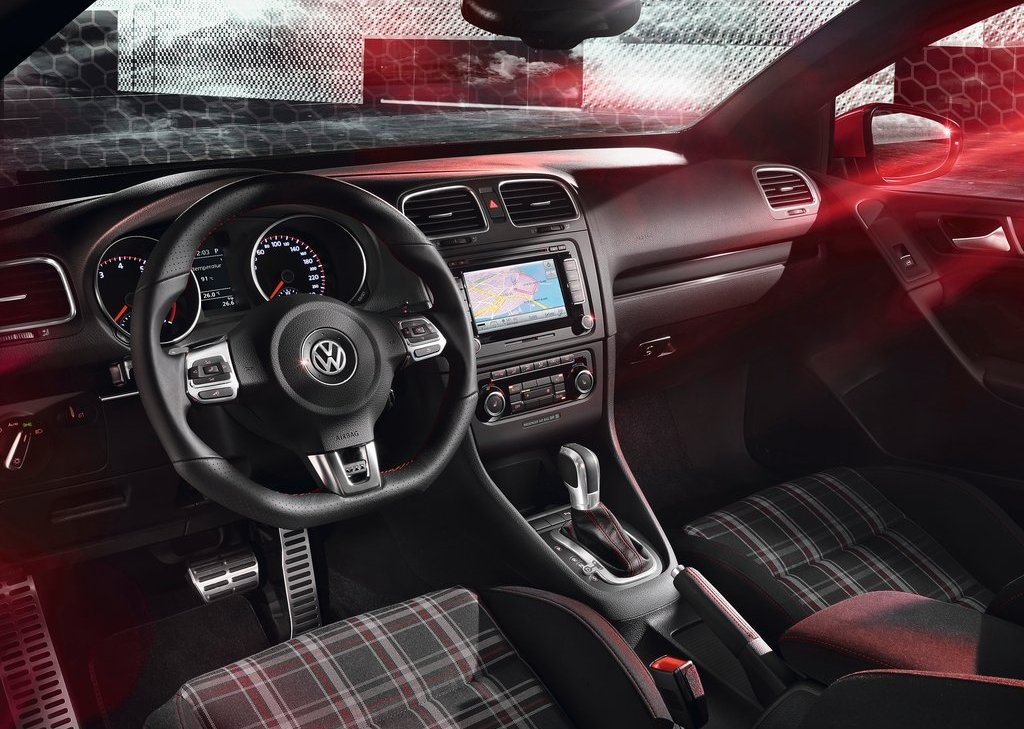 2013 Volkswagen Golf GTI Cabriolet Interior (Photo 4 of 11)