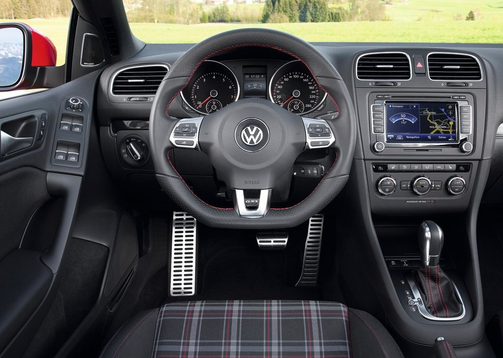 2013 Volkswagen Golf GTI Cabriolet Interior (Photo 5 of 11)