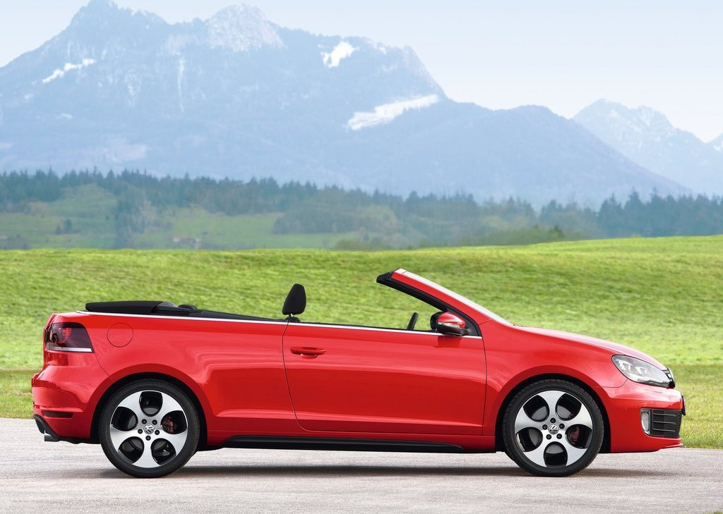 2013 Volkswagen Golf GTI Cabriolet Right Side (Photo 7 of 11)