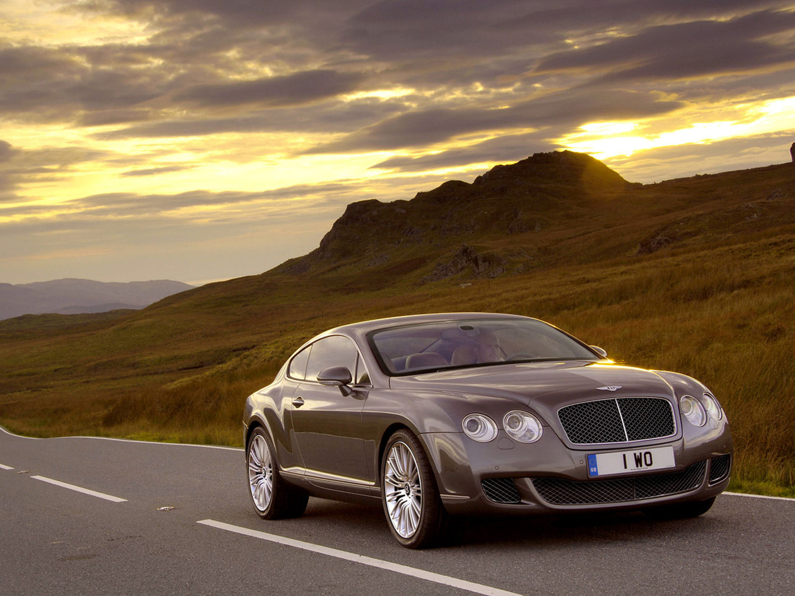 2012 Bentley Continental GT Speed Front Angle (Photo 3 of 6)