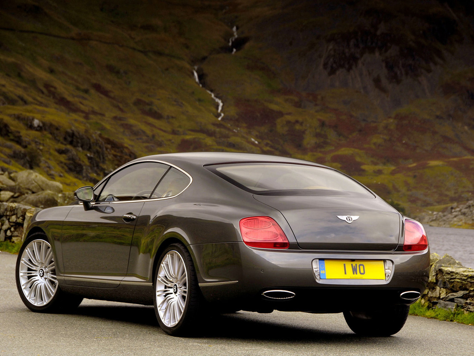 2012 Bentley Continental GT Speed Rear Angle (Photo 5 of 6)
