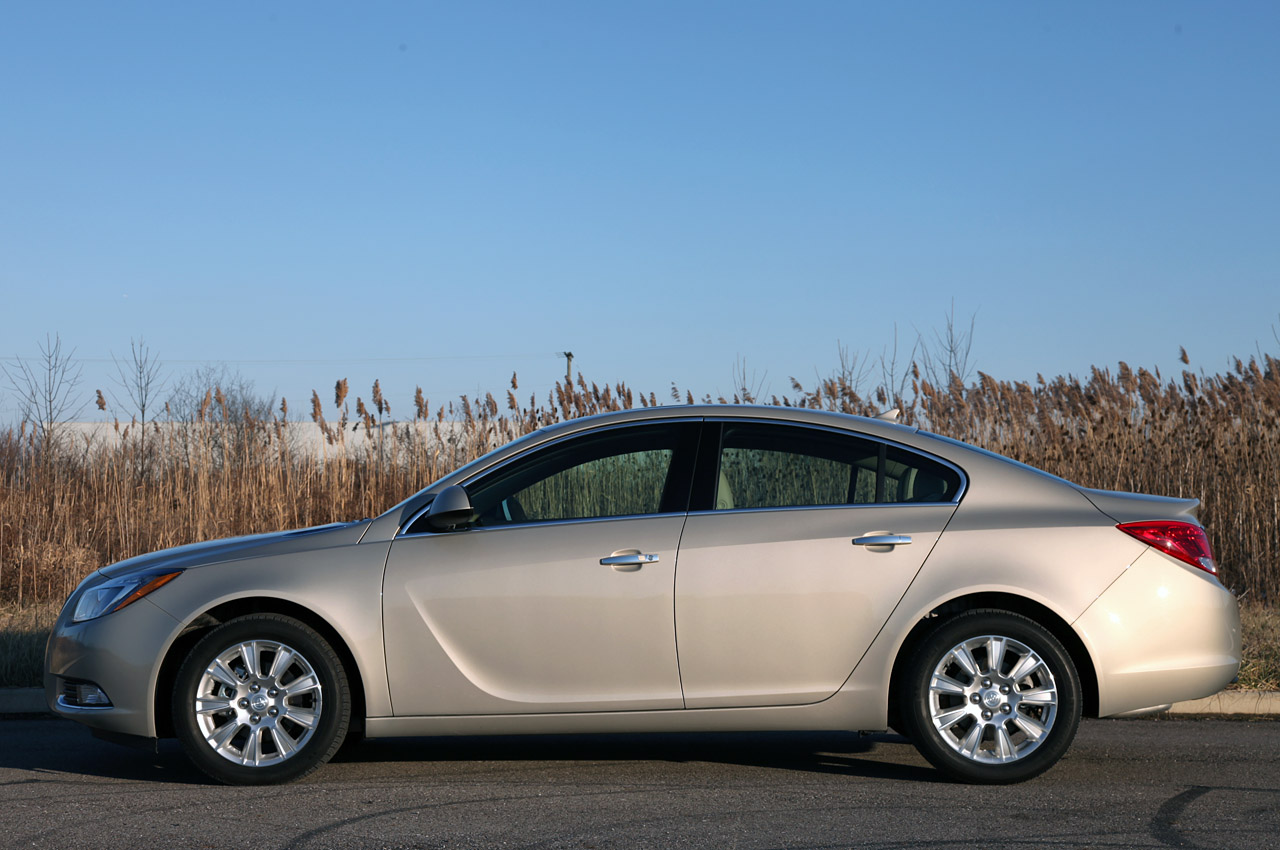 2012 Buick Regal EAssist Side (View 17 of 22)