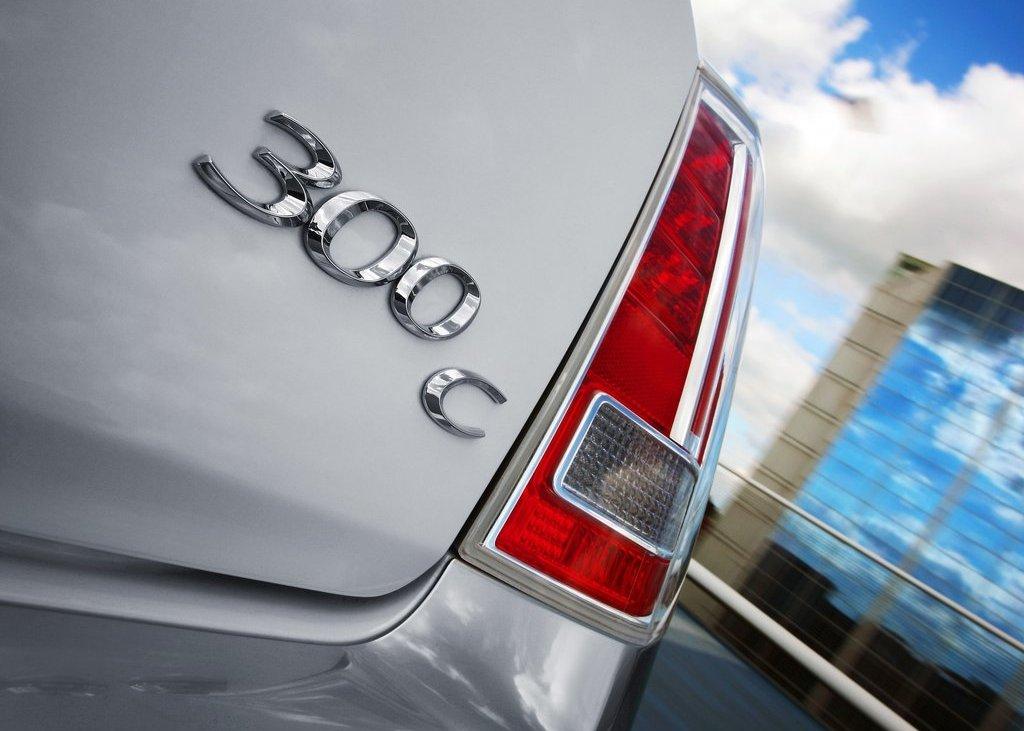 2012 Chrysler 300C Emblem (Photo 3 of 24)