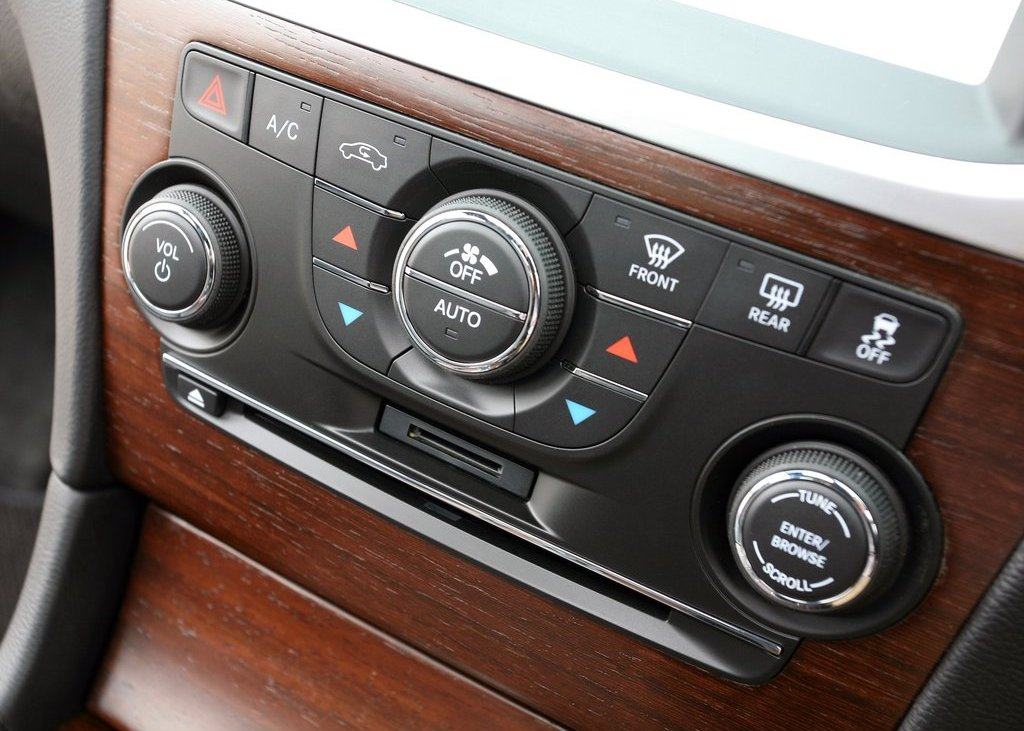 2012 Chrysler 300C Feature (View 4 of 24)