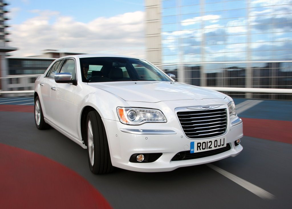 2012 Chrysler 300C Front View (Photo 8 of 24)