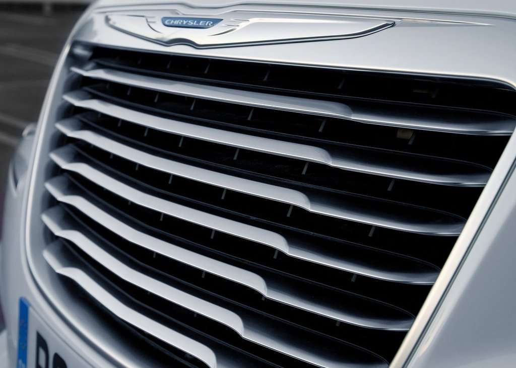 2012 Chrysler 300C Grill (Photo 9 of 24)
