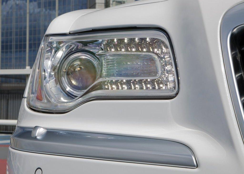 2012 Chrysler 300C Head Lamp (Photo 10 of 24)