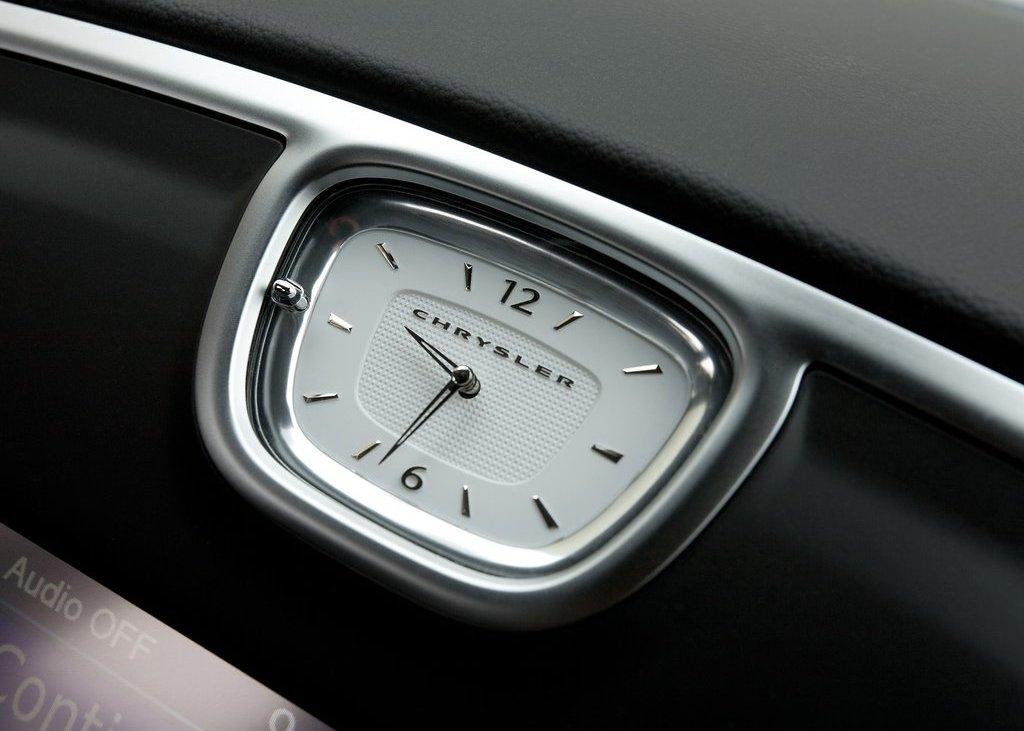 2012 Chrysler 300C Interior (Photo 14 of 24)