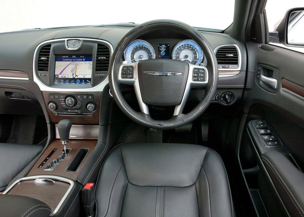 2012 Chrysler 300C Interior (Photo 15 of 24)