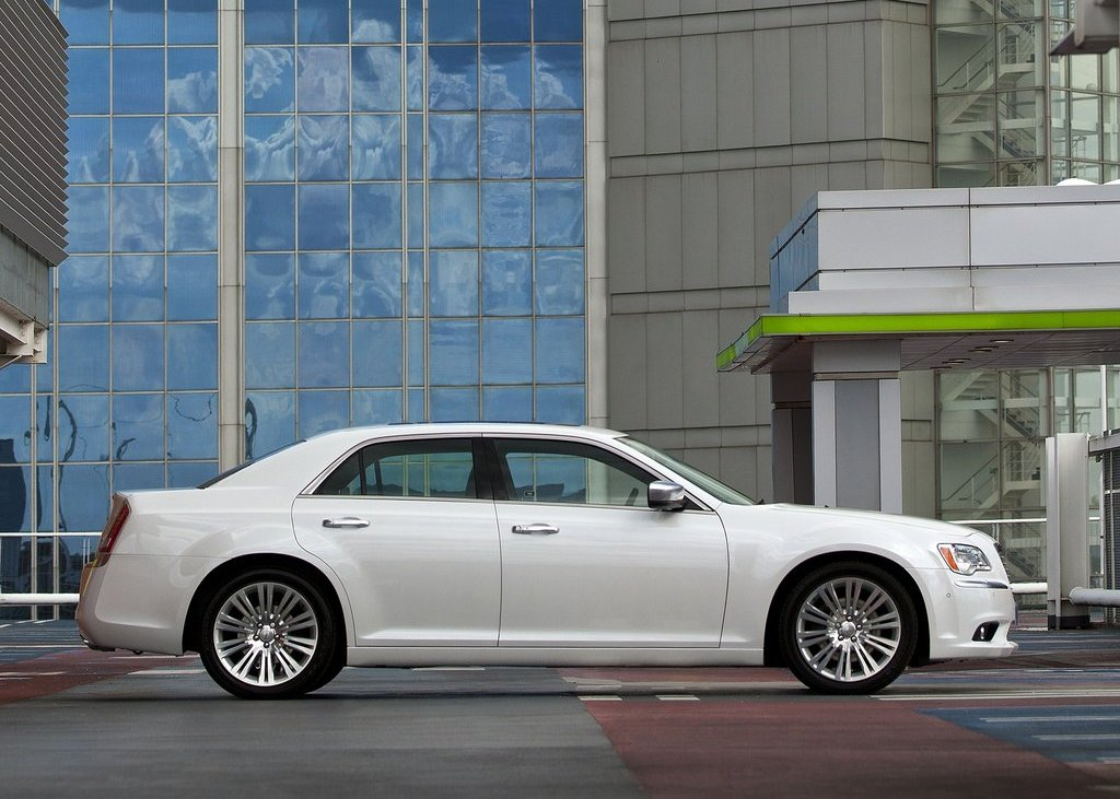 2012 Chrysler 300C Right Side (View 19 of 24)