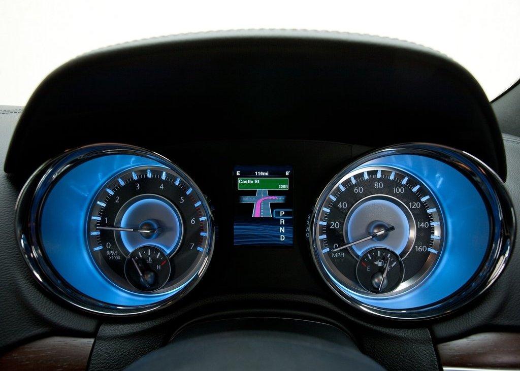 2012 Chrysler 300C Speedometer (Photo 22 of 24)
