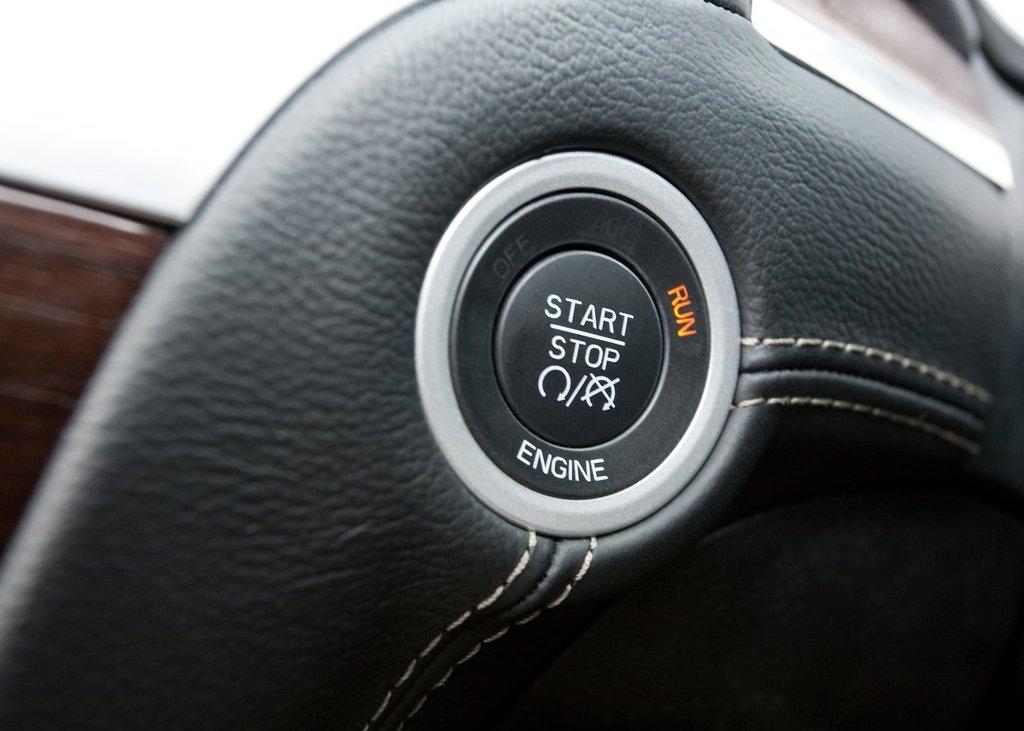 2012 Chrysler 300C Start Stop Key (Photo 23 of 24)