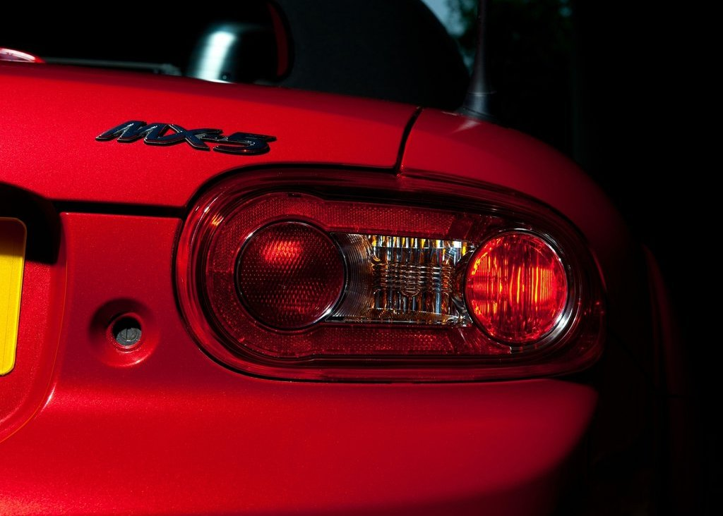 https://cevpu.com/wp-content/uploads/2012/06/2012-Mazda-MX-5-Kuro-tail-lamp.jpg