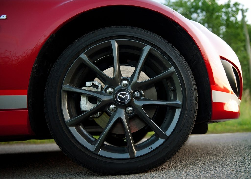 https://cevpu.com/wp-content/uploads/2012/06/2012-Mazda-MX-5-Kuro-wheels.jpg