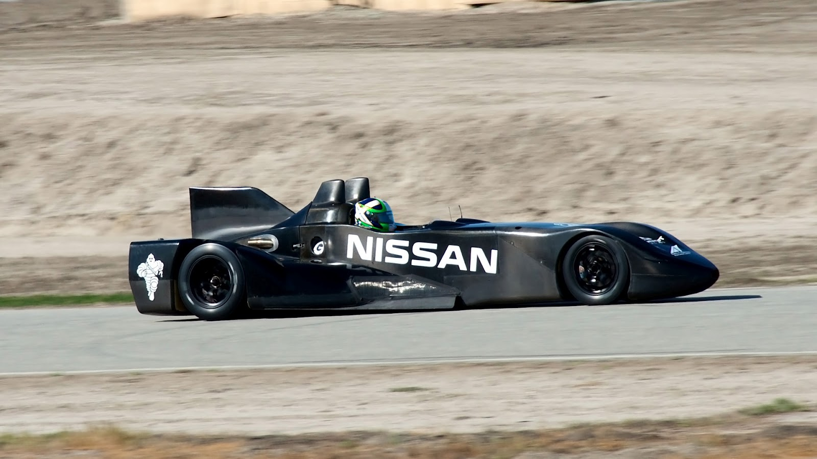 2012 Nissan Delta Wing Side (Photo 10 of 12)
