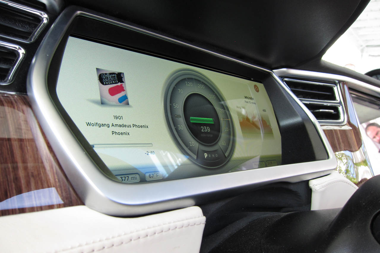 2012 Tesla Model S Feature (Photo 4 of 15)