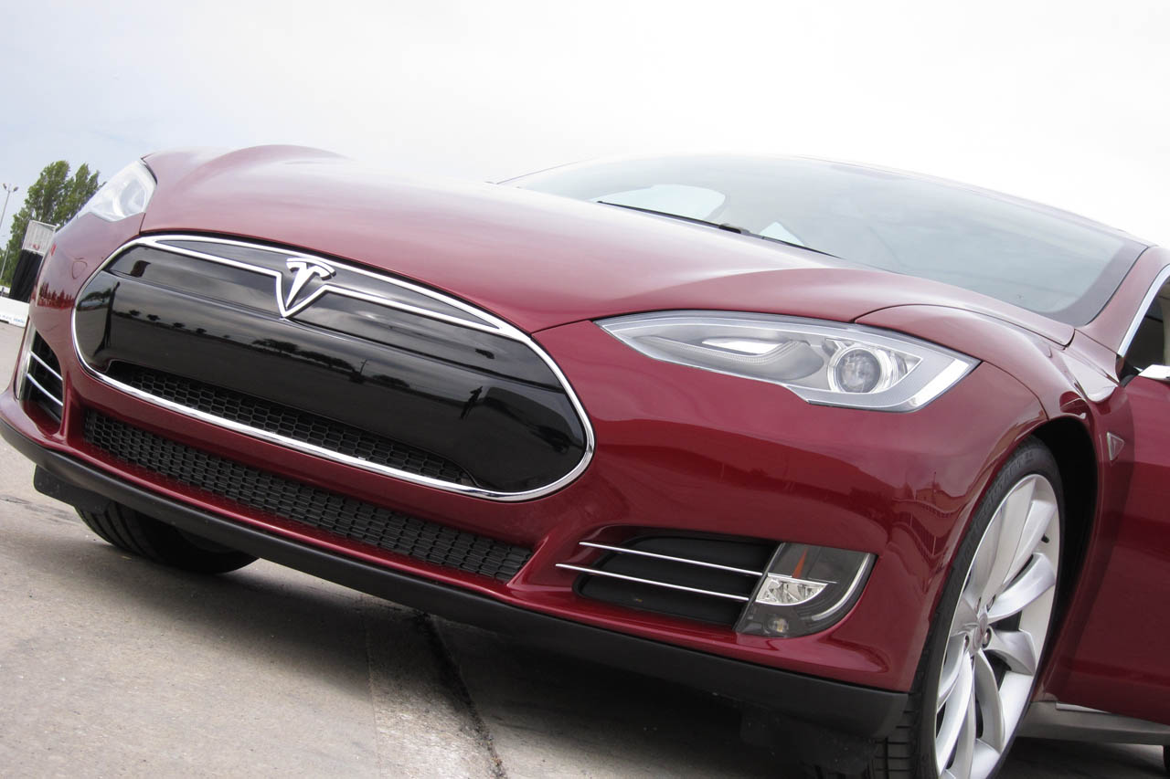 2012 Tesla Model S Front View (Photo 7 of 15)