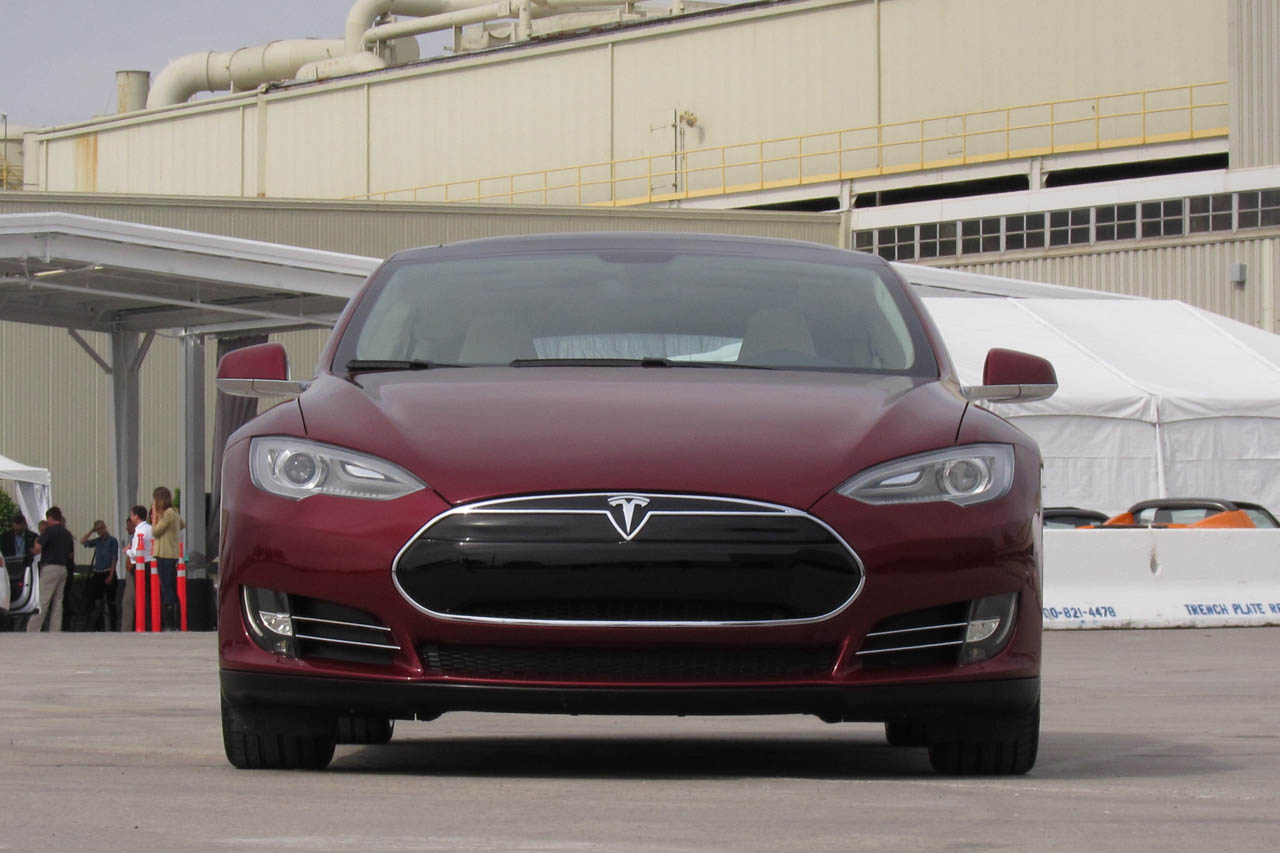 2012 Tesla Model S Front (Photo 5 of 15)