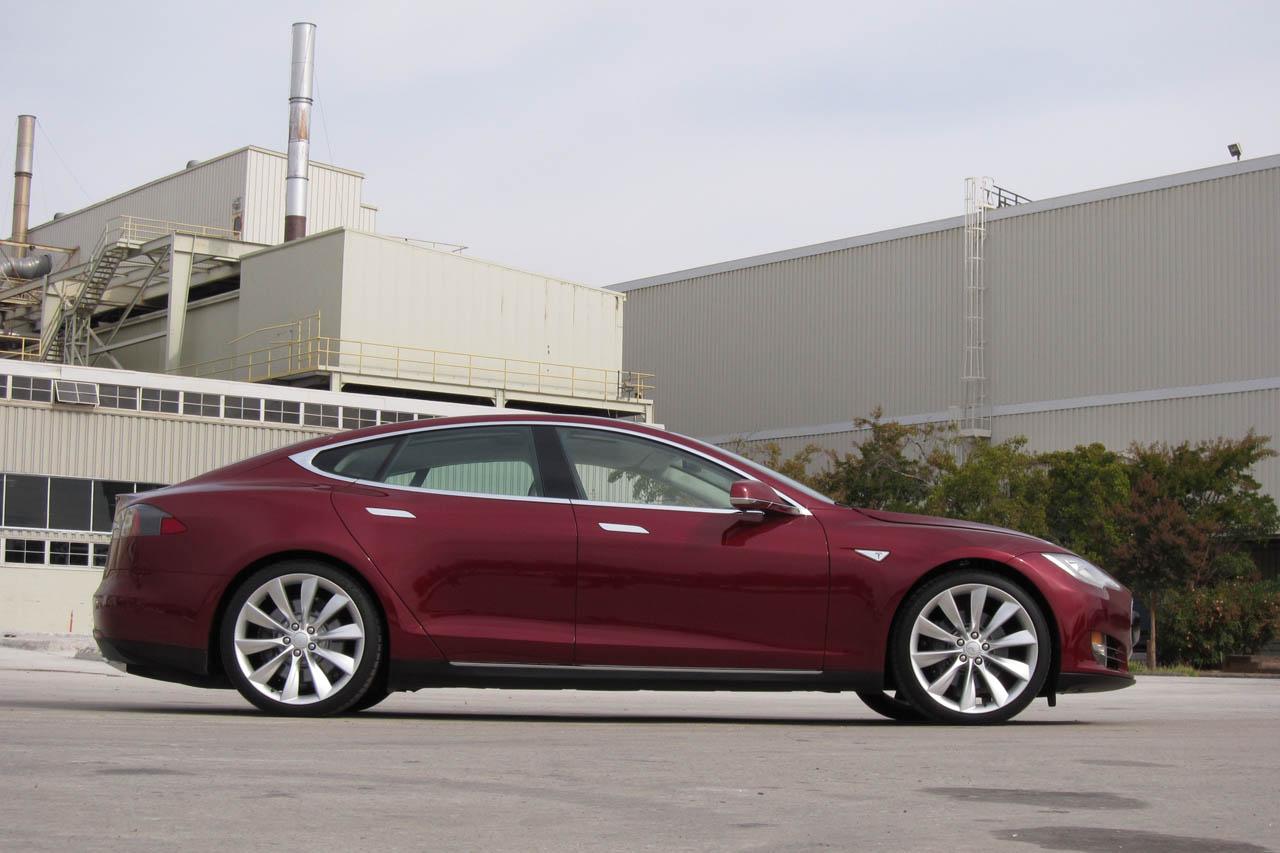 2012 Tesla Model S Side (Photo 13 of 15)