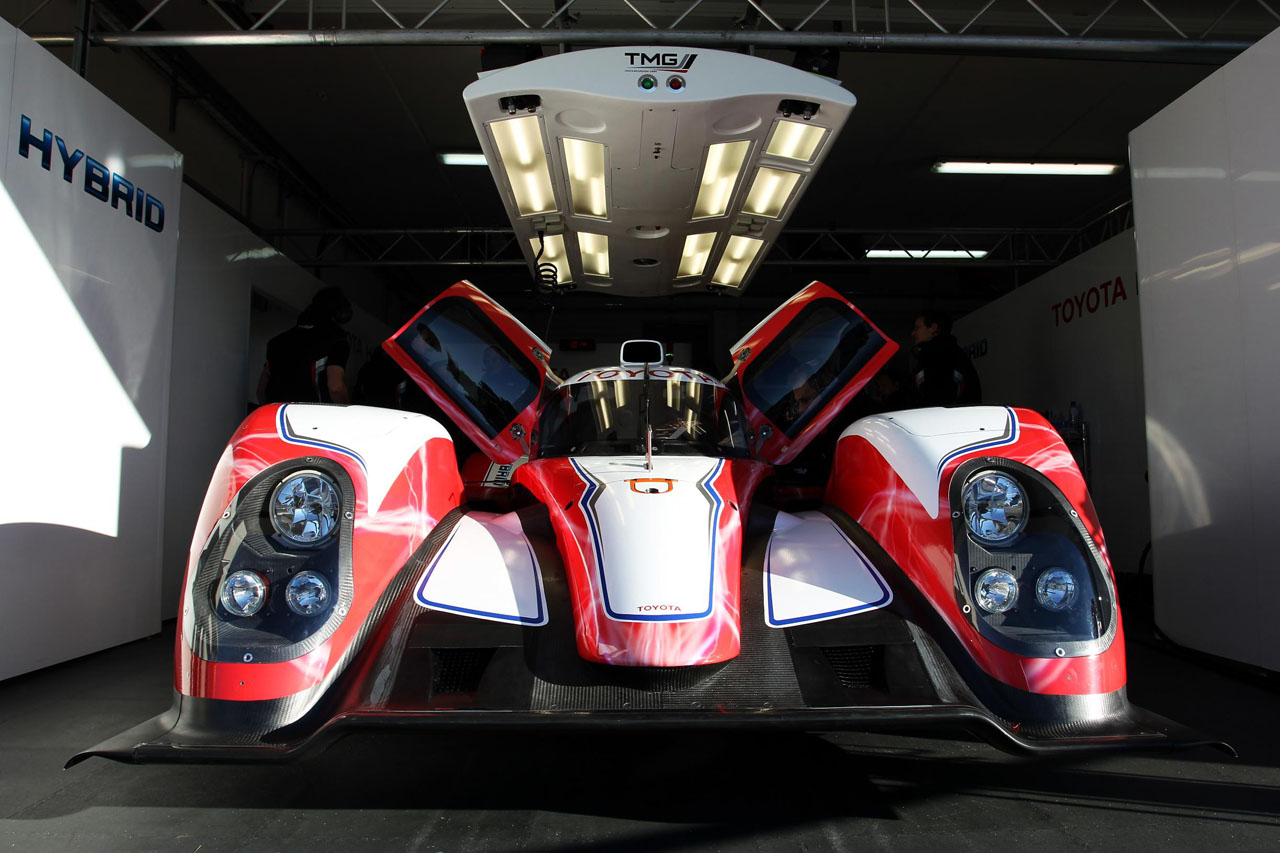2012 Toyota Racing TS030 Hybrid Front (Photo 2 of 6)