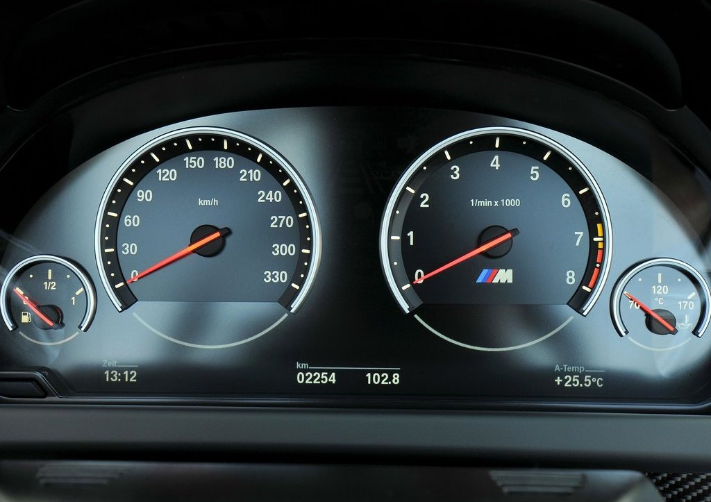 2013 BMW M6 Convertible Speedmeter (Photo 21 of 25)