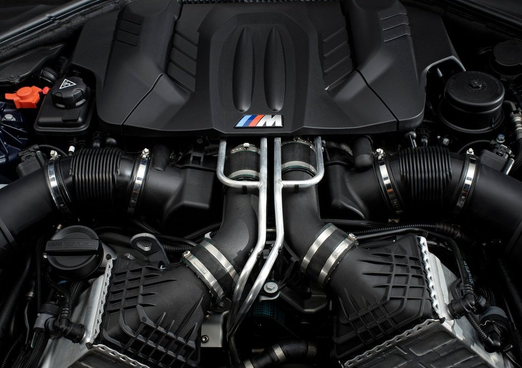 2013 BMW M6 Coupe Engine (Photo 6 of 23)