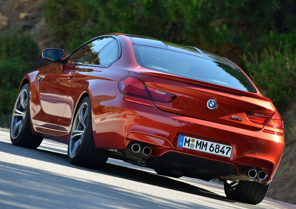 2013 BMW M6 Coupe Rear Angle (Photo 17 of 23)