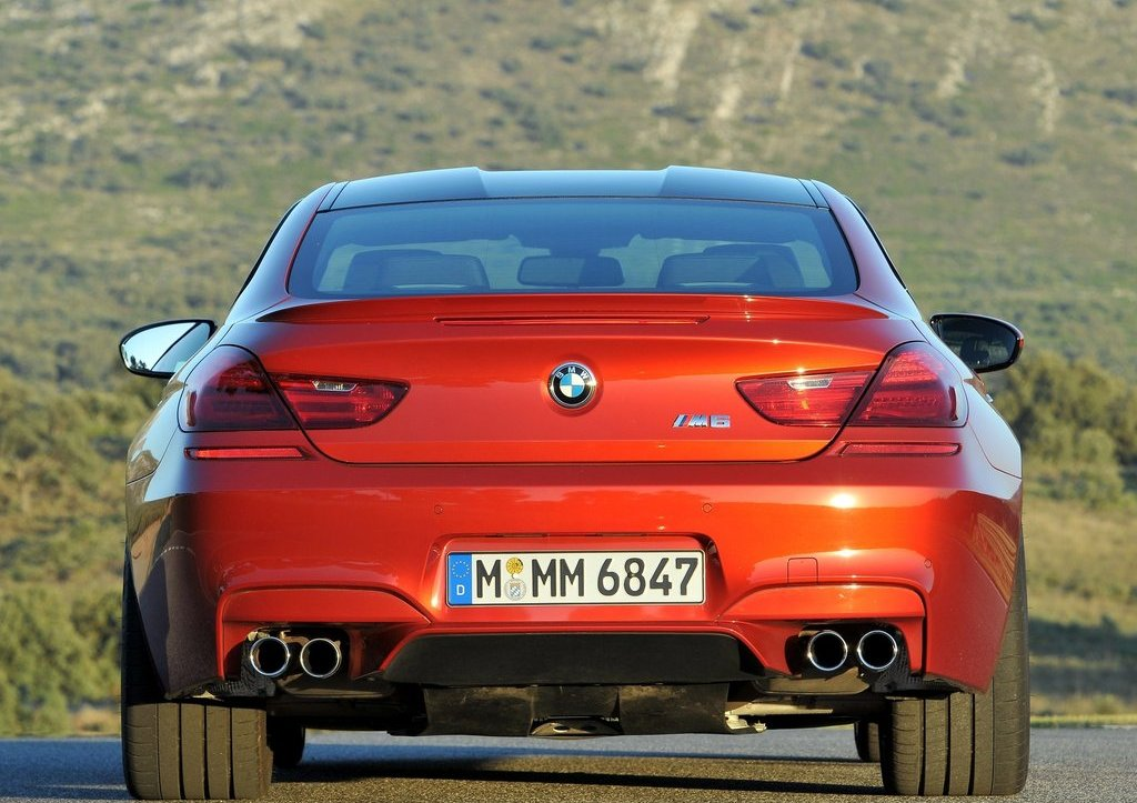 2013 BMW M6 Coupe Rear (Photo 16 of 23)