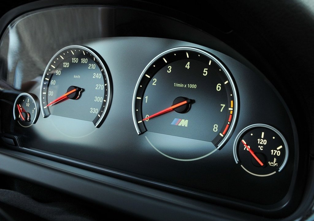2013 BMW M6 Coupe Speedmeter (Photo 19 of 23)