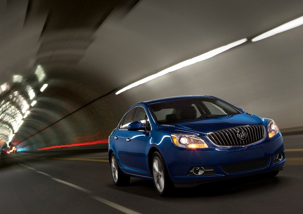 2013 Buick Verano Turbo Front Angle (Photo 6 of 10)