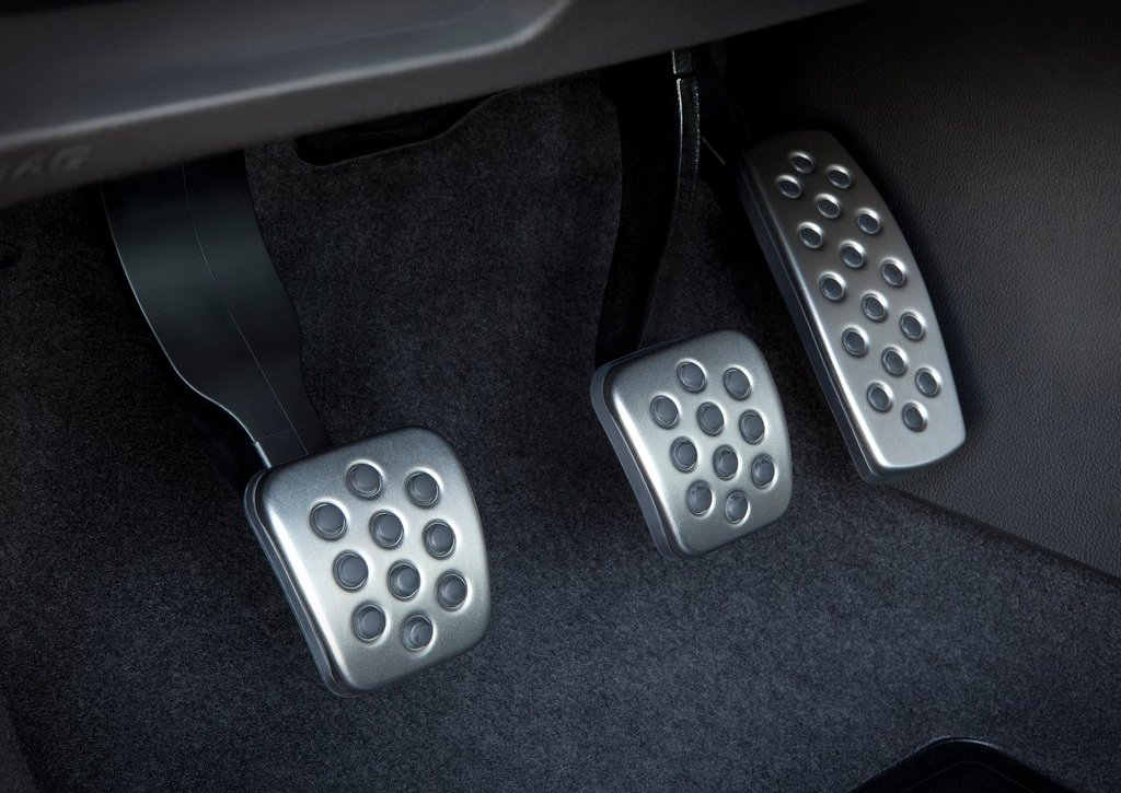 2013 Buick Verano Turbo Paddle (Photo 7 of 10)