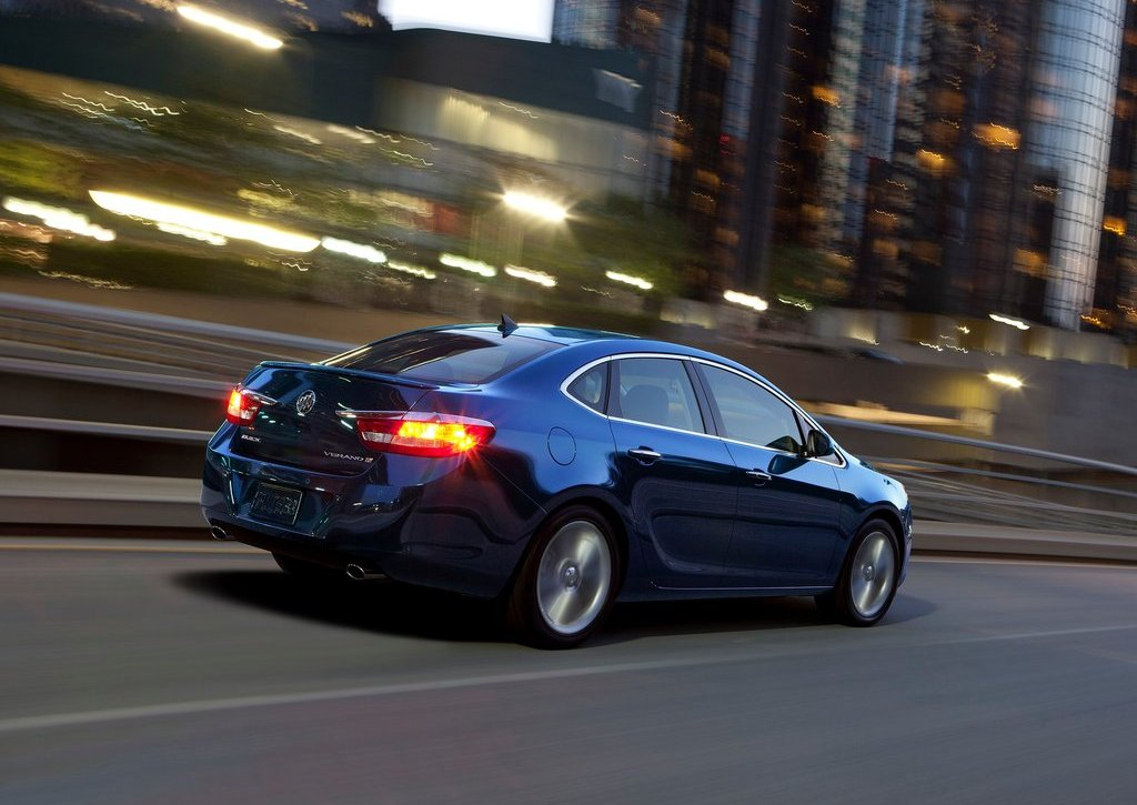 2013 Buick Verano Turbo Rear Angle (Photo 8 of 10)