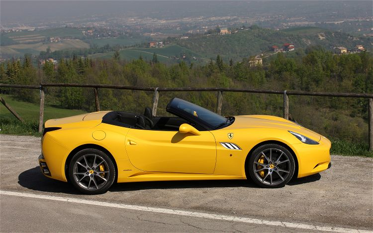 2013 Ferrari California Side (Photo 6 of 8)