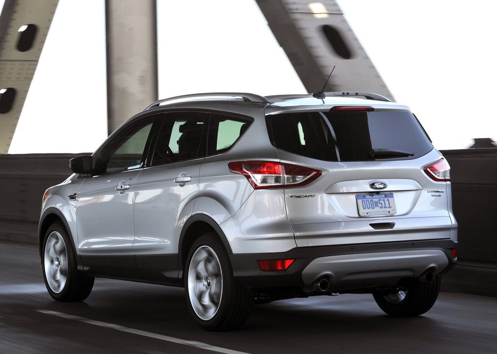 2013 Ford Escape Rear Angle (Photo 21 of 31)
