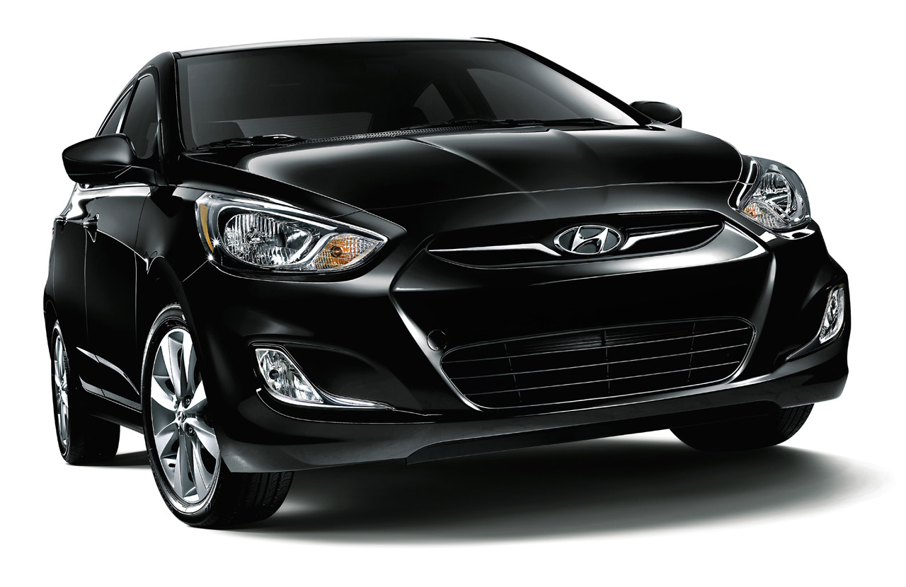 2013 Hyundai Accent Front View (Photo 7 of 18)