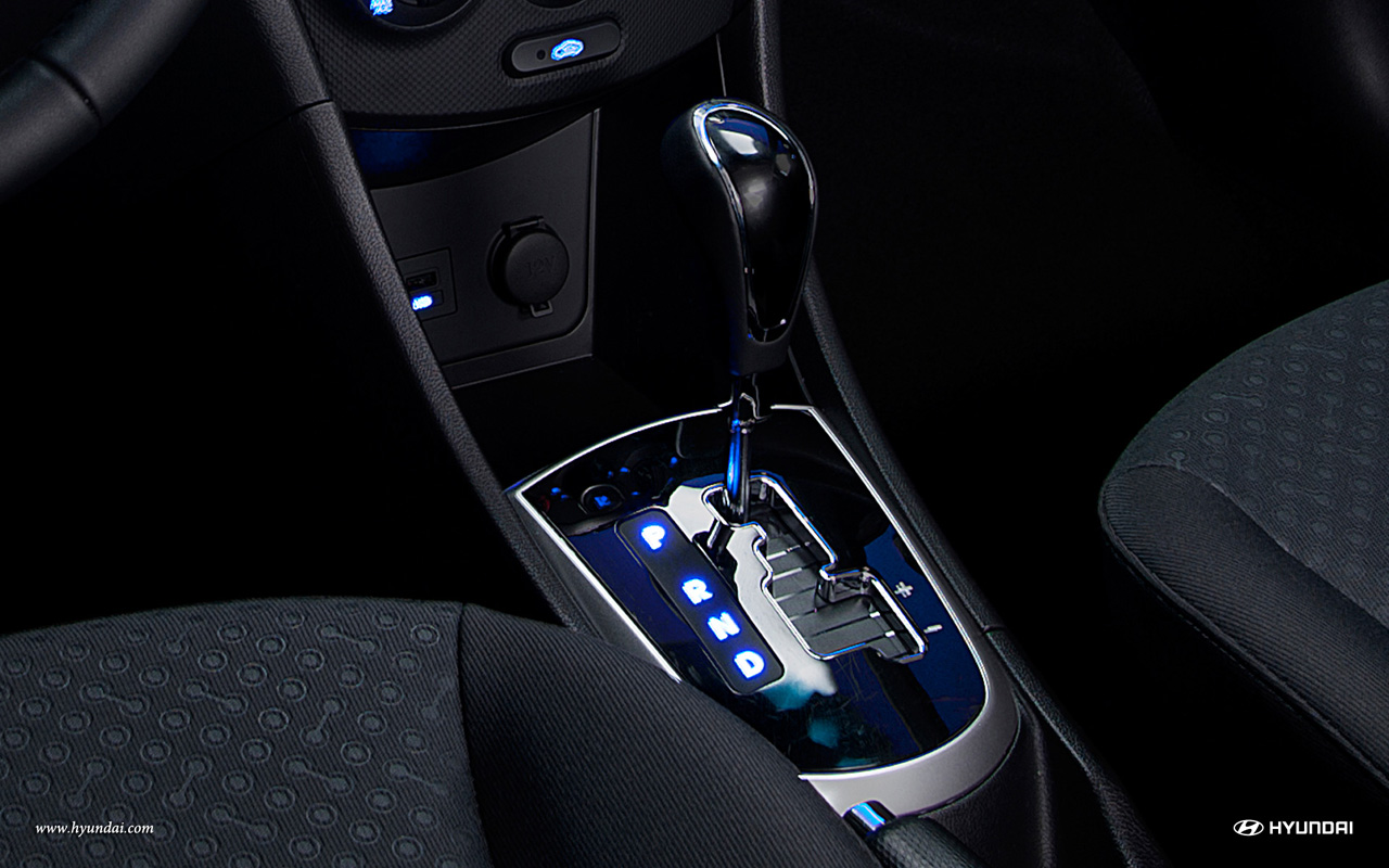 2013 Hyundai Accent Interior (Photo 12 of 18)