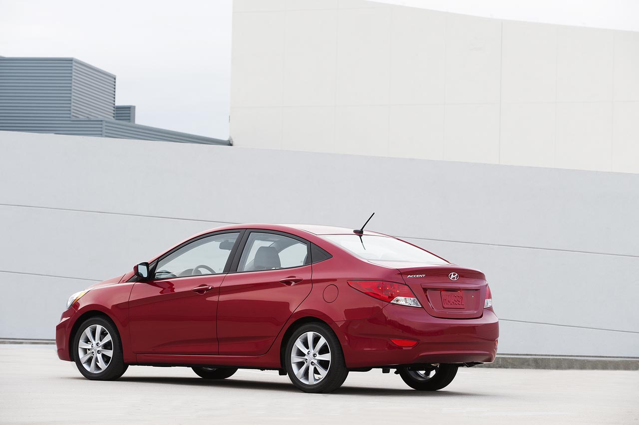 2012 Hyundai Accent Rear Angle (Photo 2 of 18)