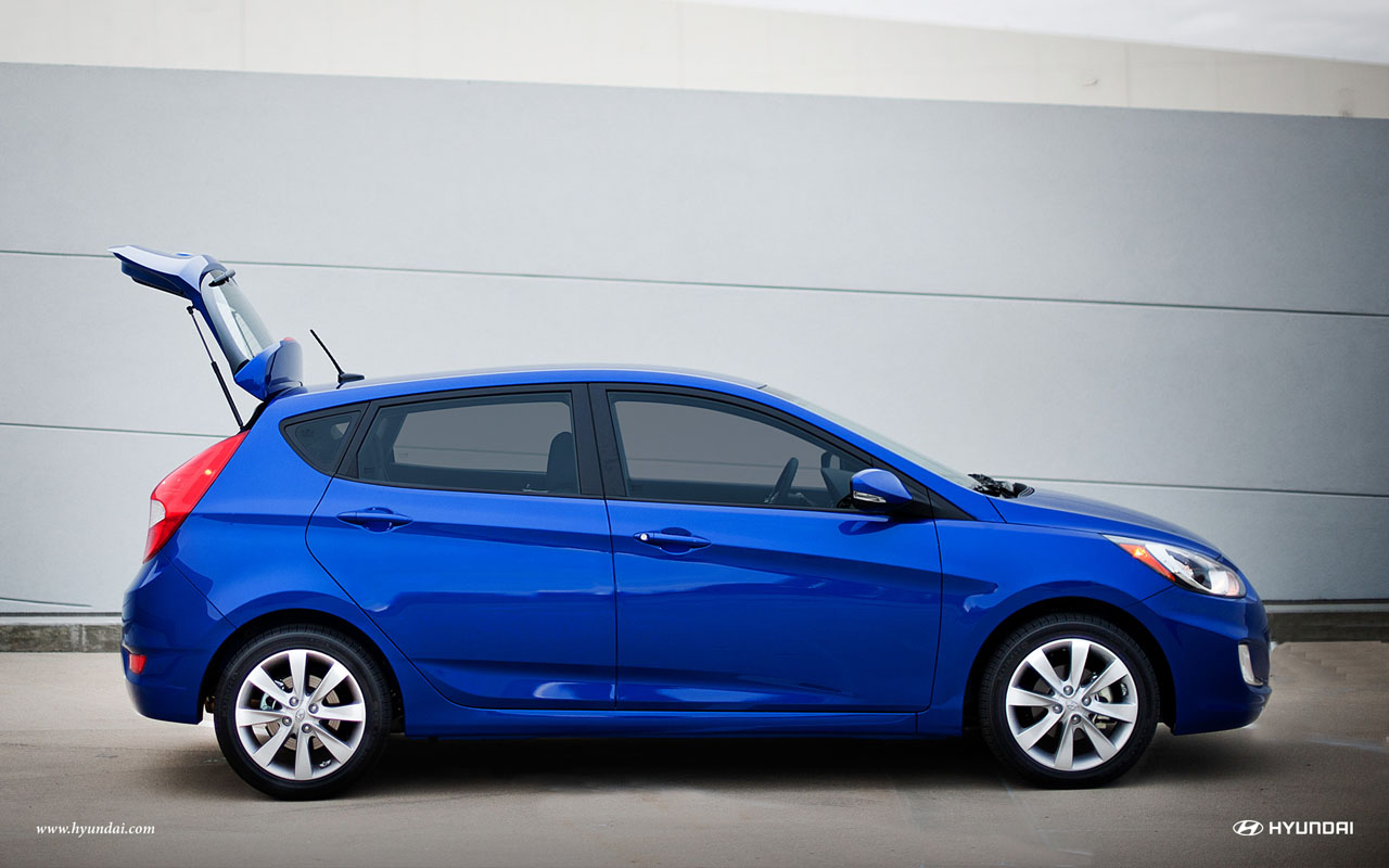 2013 Hyundai Accent Side (View 16 of 18)